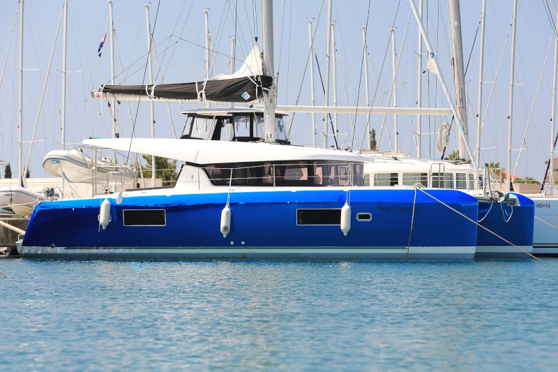 Lagoon 42 (ROYAL SALUTE AC Generator Dinghy with Console OB 20HP)  - 35