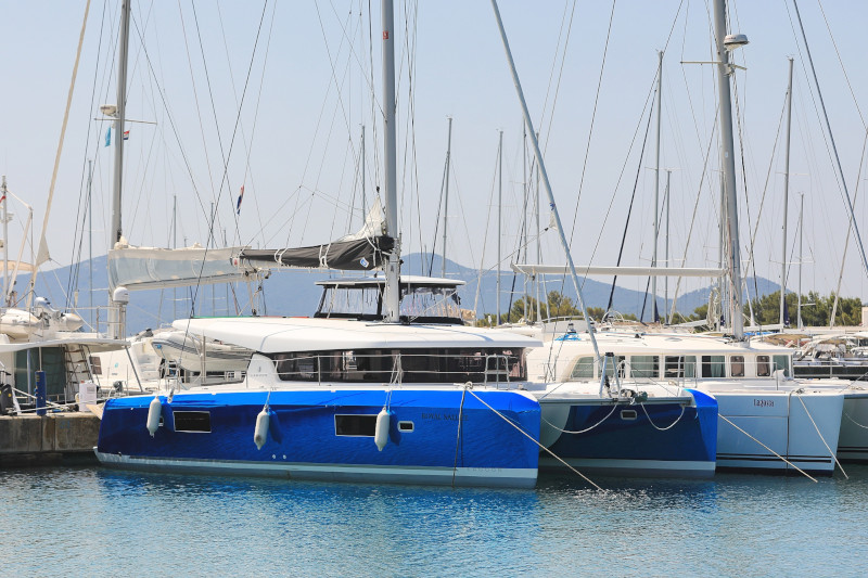Lagoon 42 (ROYAL SALUTE AC Generator Dinghy with Console OB 20HP)  - 53