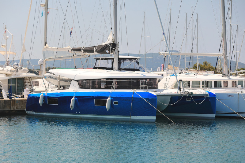 Lagoon 42 (ROYAL SALUTE AC Generator Dinghy with Console OB 20HP)  - 46