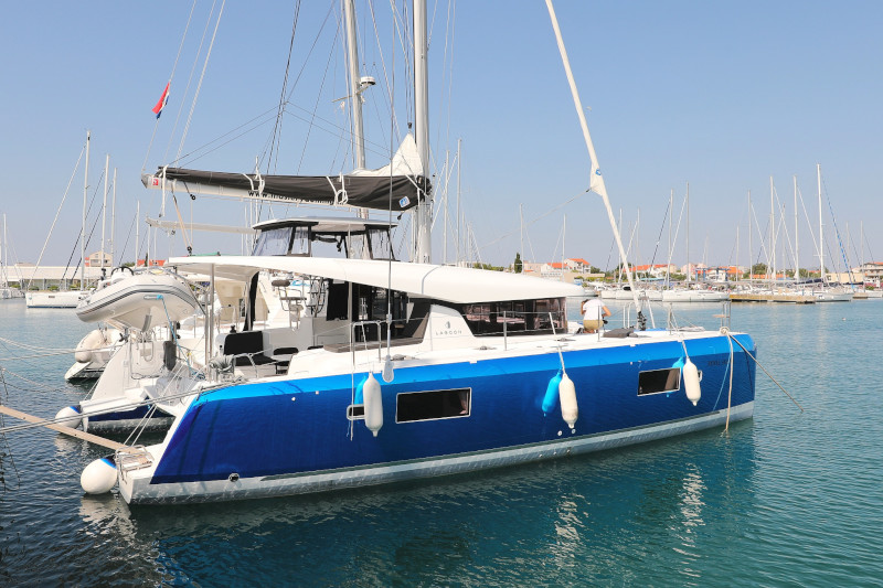Lagoon 42 (ROYAL SALUTE AC Generator Dinghy with Console OB 20HP)  - 98