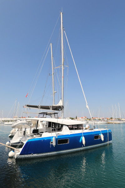 Lagoon 42 (ROYAL SALUTE AC Generator Dinghy with Console OB 20HP)  - 45