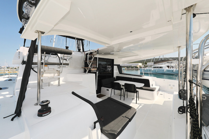 Lagoon 42 (ROYAL SALUTE AC Generator Dinghy with Console OB 20HP)  - 108