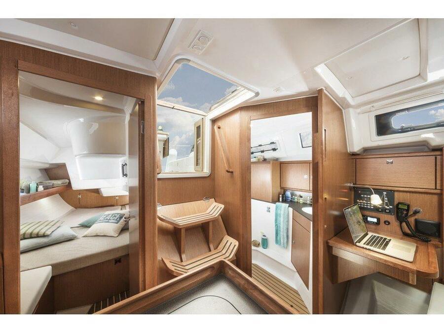 Bavaria Cruiser 34 (Lia ) Interior image - 38