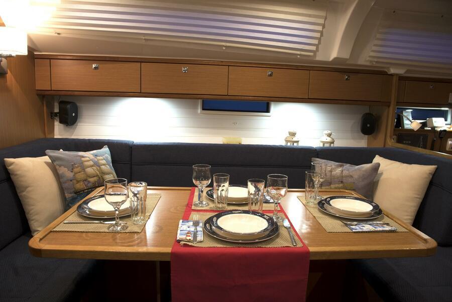 Bavaria Cruiser 41 (Erato (New Sails 2020)) Saloon - 5