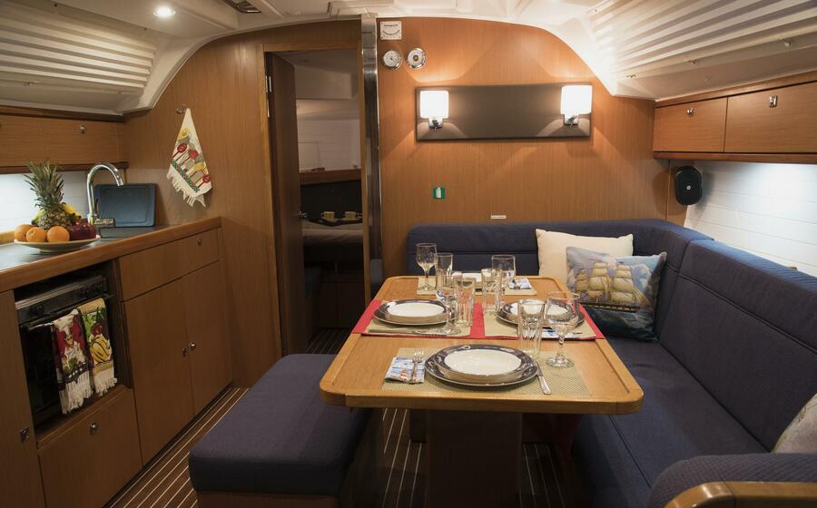 Bavaria Cruiser 41 (Erato (New Sails 2020)) Saloon - 2
