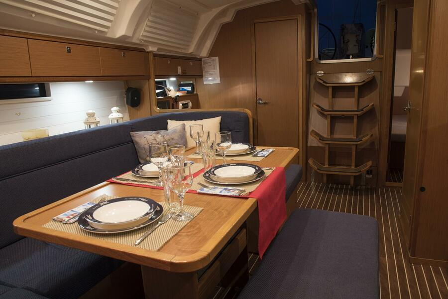 Bavaria Cruiser 41 (Erato (New Sails 2020)) Saloon - 9