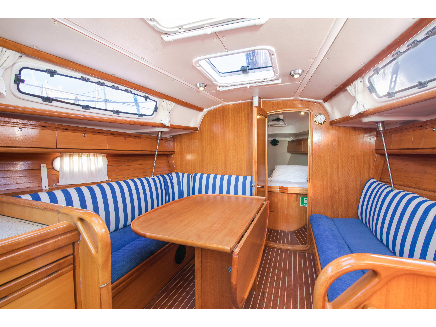 Bavaria 34 Cruiser (Leon) Interior image - 1