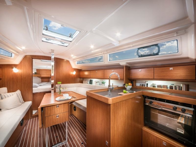 Bavaria 34 Cruiser (Be Happy) Interior image - 2