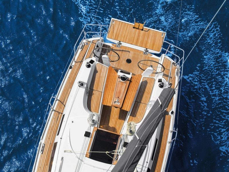 Bavaria 34 Cruiser (Be Happy)  - 16
