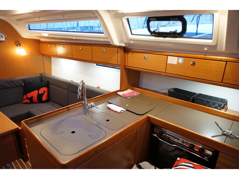 Bavaria Cruiser 37 (Aventura) Interior image - 1