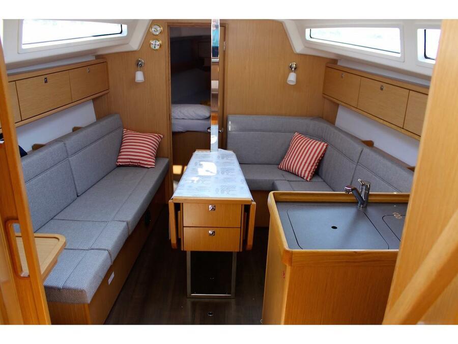 Bavaria 34 Cruiser (Why Not 15) Interior image - 1