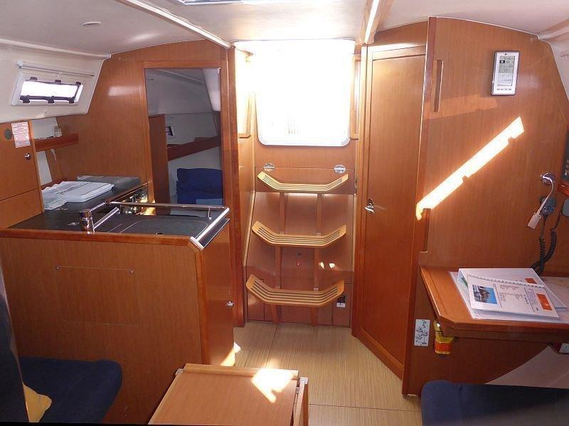 Bavaria Cruiser 32 (Nenita) Interior image - 10