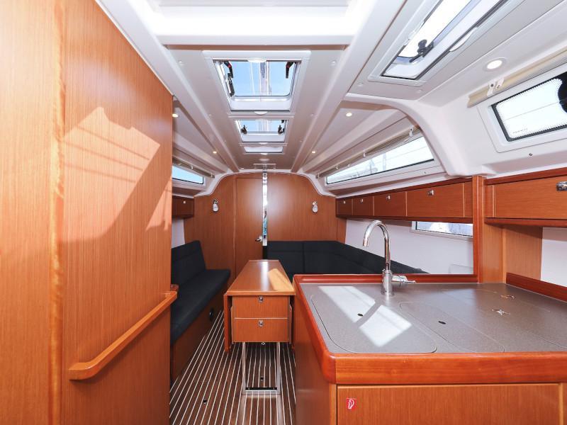 Bavaria Cruiser 37 (Lupe) Interior image - 22