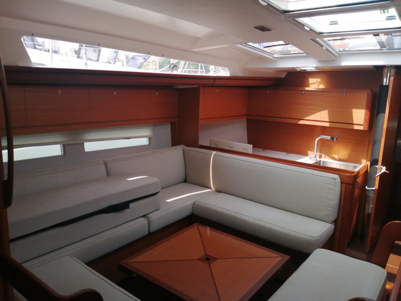 Dufour 520 Grand Large (Moscow Mule) Interior image - 7