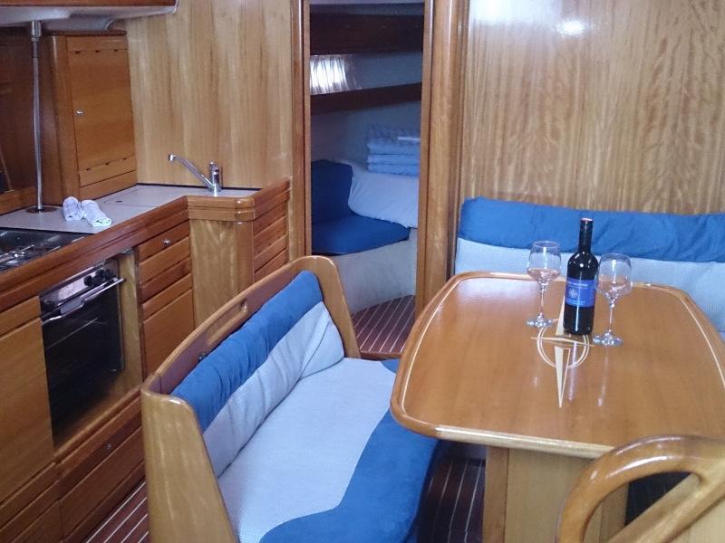 Bavaria 39 Cruiser (Adrenalin) Interior image - 2
