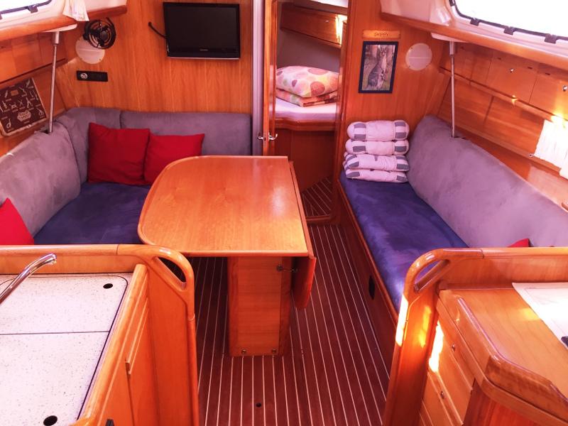 Bavaria 34 Cruiser (Skippy) Interior image - 5