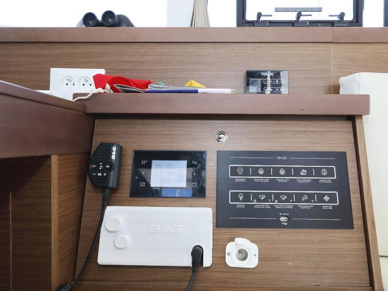 Lagoon 40 (NINA II AC salon + generator)  - 10