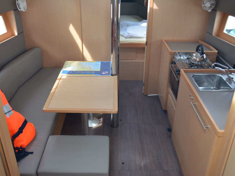 Oceanis 38.1 (Fany) Interior image - 1