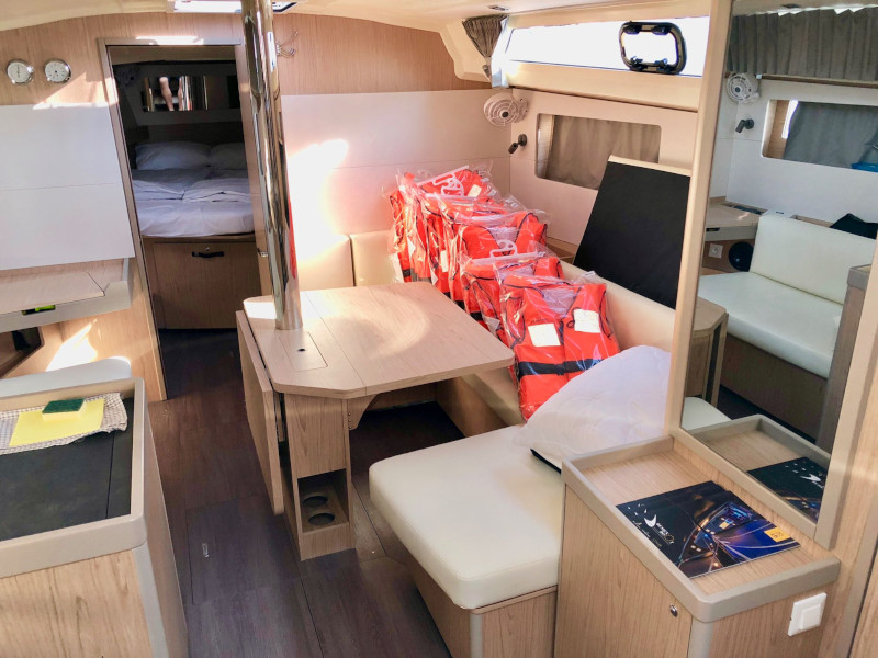 Oceanis 41.1 (Honey) Interior image - 3