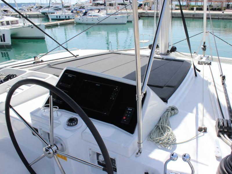 Lagoon 450 (NADA I FLY ( AC in salon and cabin + generator ))  - 2