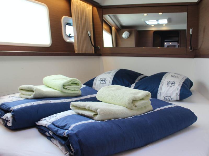 Lagoon 450 (NADA I FLY ( AC in salon and cabin + generator ))  - 13