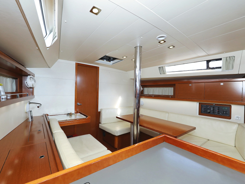 Oceanis 41 (Natalie with A/C) Interior image - 30