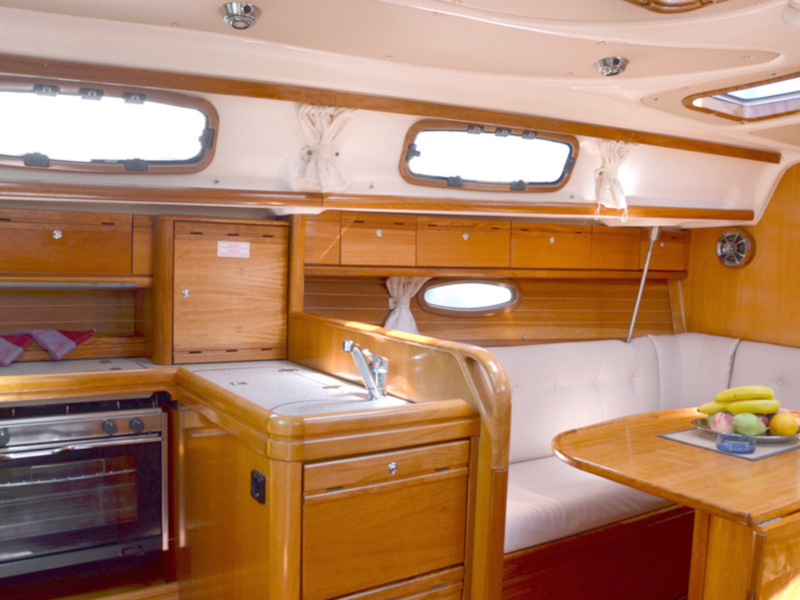 Bavaria 33 Cruiser (Arethusa) Interior image - 2