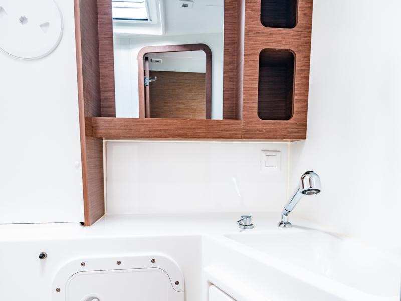 Lagoon 42 (Beauty L (aircon-inverter-water maker-solar panels-electric toilets))  - 16