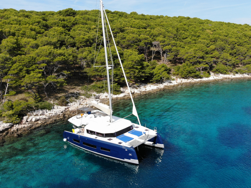 Dufour 48 Catamaran (SHU - BLUE HULL, AC+GEN., UNDERWATER LIGHTS)  - 10