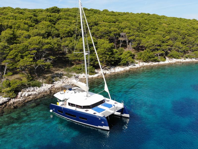 Dufour 48 Catamaran (YAM - BLUE HULL, AC+GEN., UNDERWATER LIGHTS)  - 41