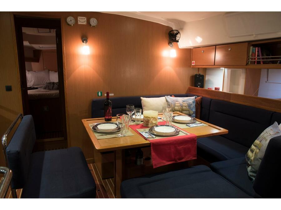 """Bavaria Cruiser 45 (Sea Melody (""""Quantum"""" Sails)) Interior image - 17"""