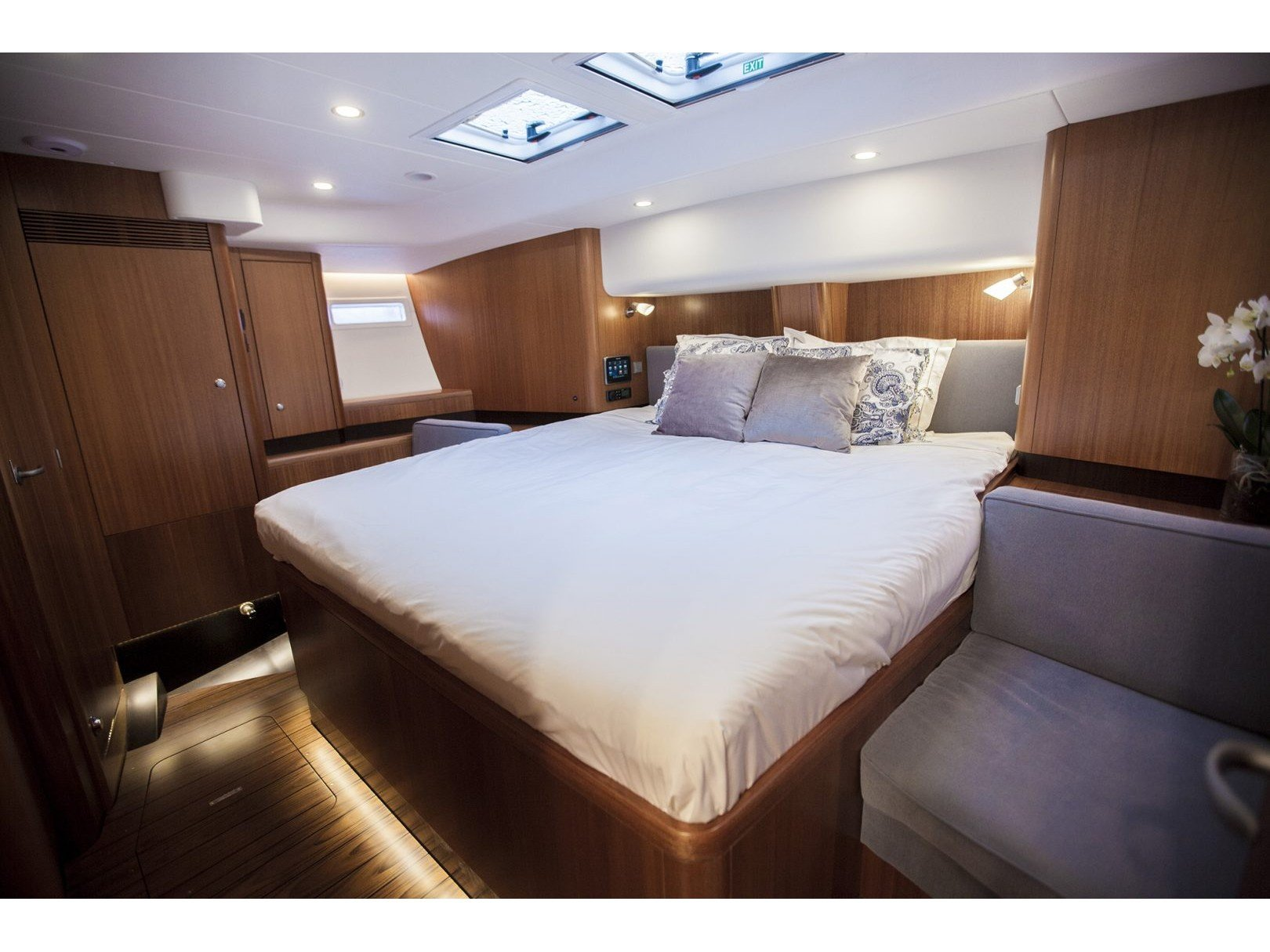 Najad 570 CC (PINK CLOUD (AC and generator) - skippered ) Interior image - 30