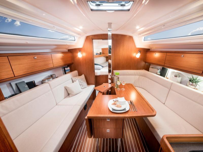 Bavaria 34 Cruiser (Free Spirit) Interior image - 4