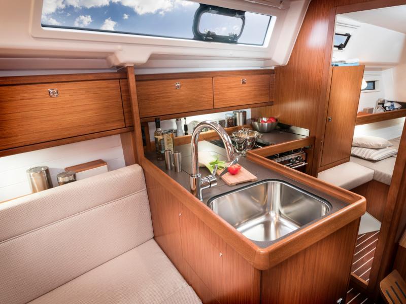Bavaria 34 Cruiser (Free Spirit)  - 6