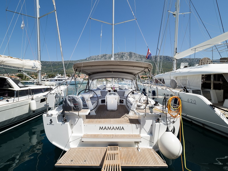 Oceanis 51.1 (MAMAMIA (WITH AC&GENERATOR OWNER VERSION))  - 2