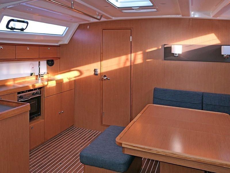 Bavaria Cruiser 46 (Amelva) Interior image - 12