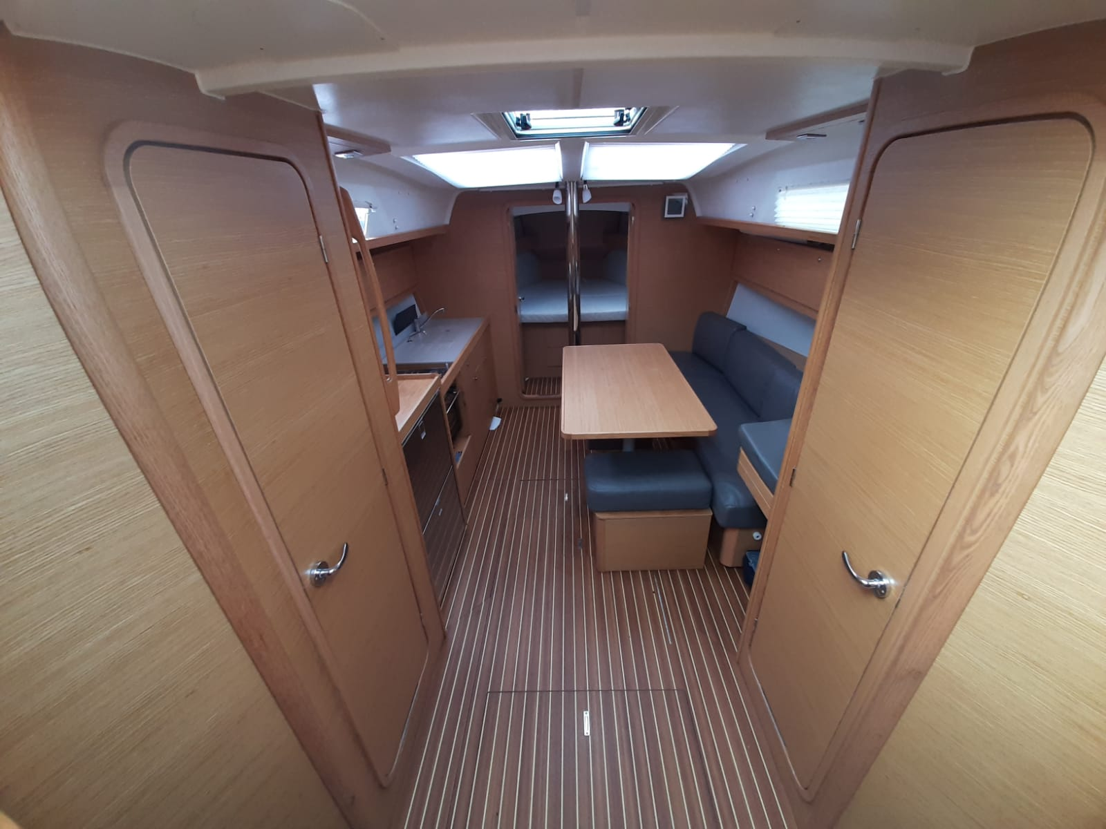 Dufour 382 Grand Large Shira 2018 (Shira) Interior image - 1