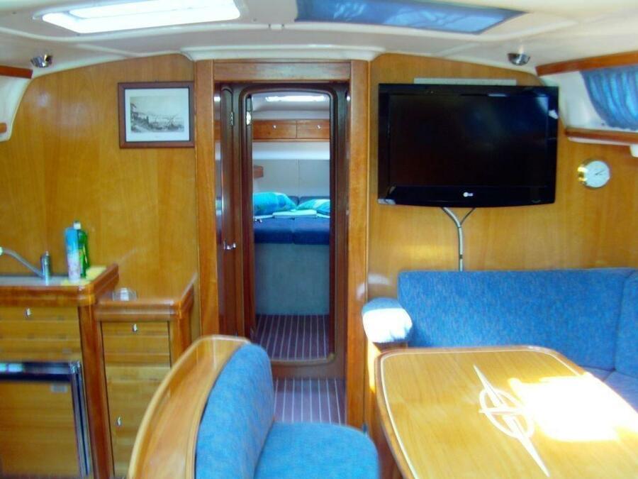 Bavaria 46 Cruiser (Vicky) Interior image - 1