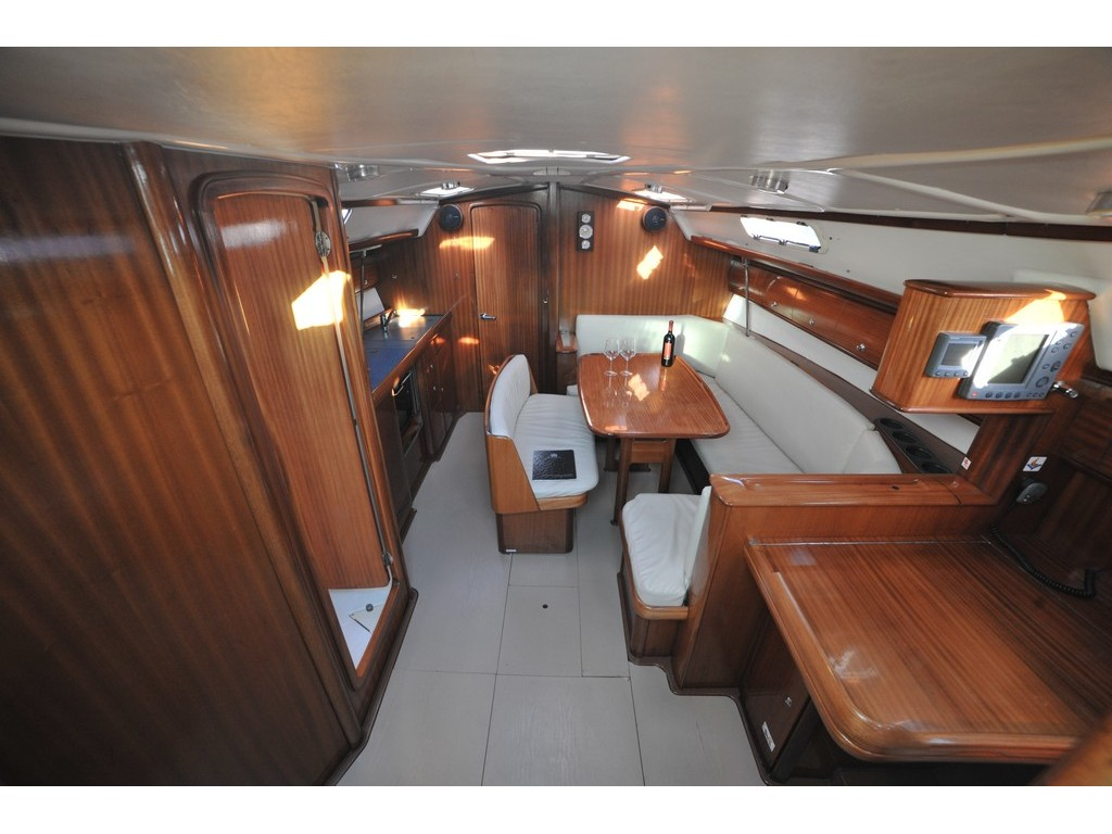 Bavaria 38 (Tommy ) Interior image - 10
