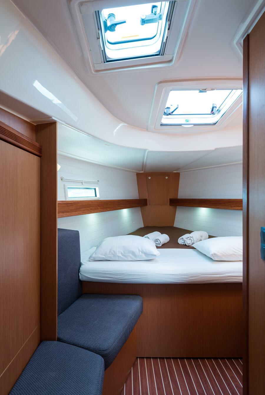 Bavaria 40 Cruiser (Deneb - Bow & Solar)  - 26