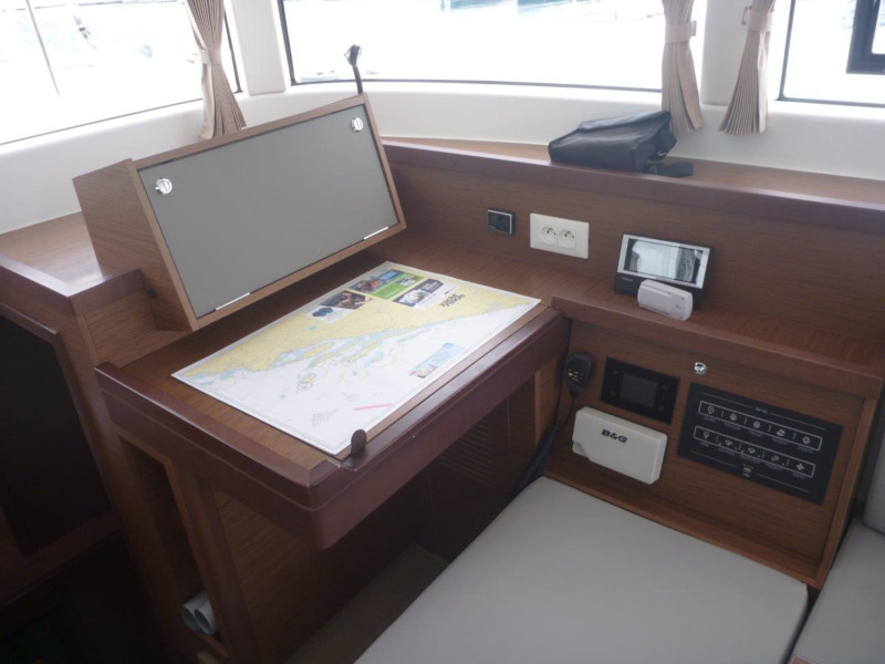Lagoon 40 (3+2 cab.) (Millennium Falcon)  - 12