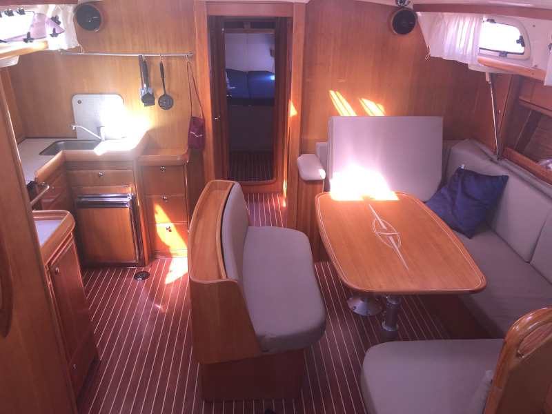 Bavaria 46 Cruiser (Karma) Interior image - 8