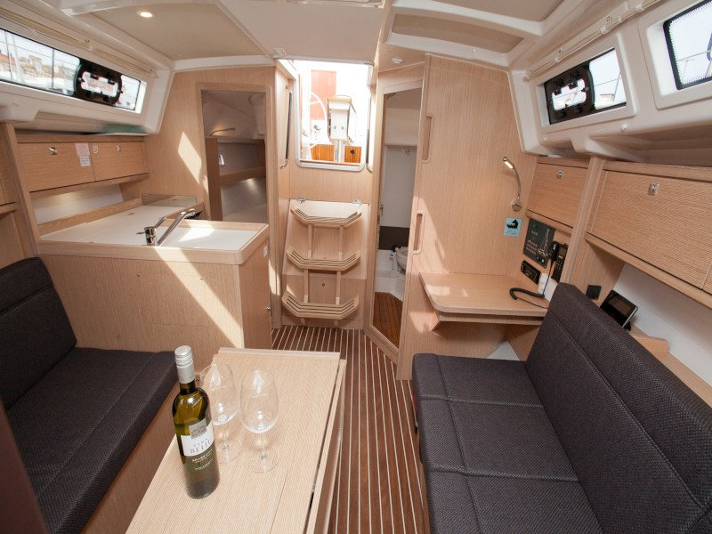 Bavaria Cruiser 34 Style (Aston) Interior image - 9