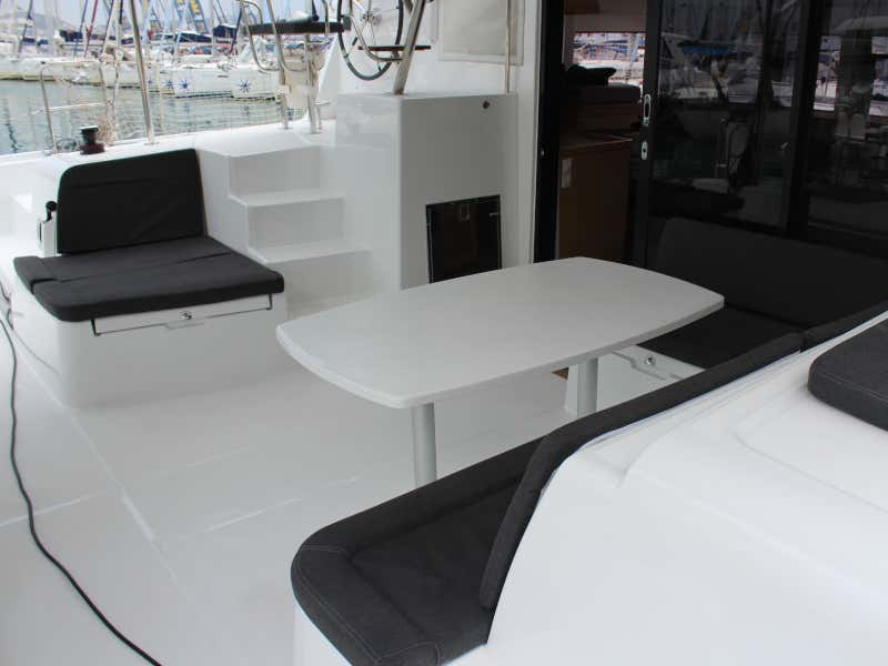 Lagoon 42 (AITUTAKI  (AC in salon + generator))  - 13