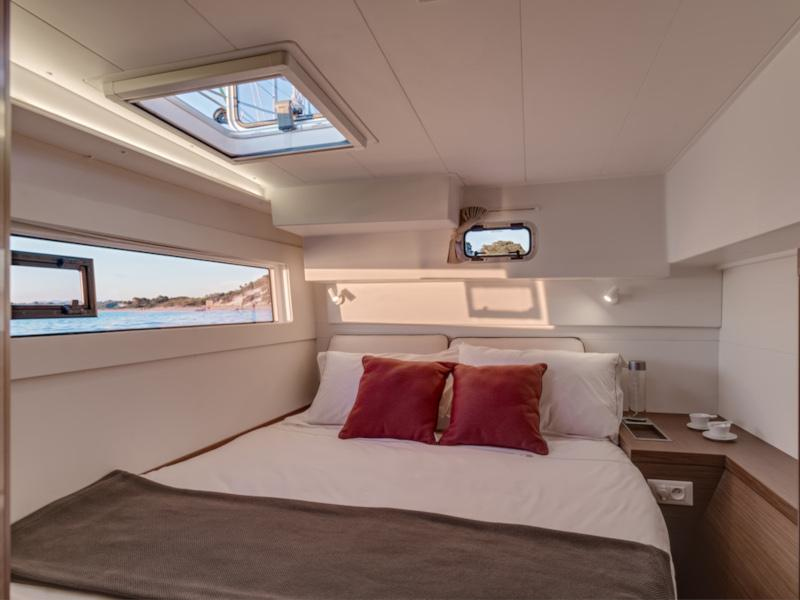 Lagoon 40 (Sunshine (A/C, Generator, Water Maker, FULL EXTRAS, First time for charter))  - 1