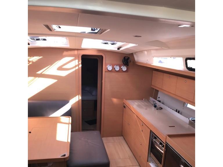 Dufour 460 Grand Large (Familia) Interior image - 7