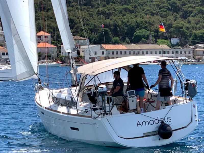 Sun Odyssey 389 (Amadeus)  - 11