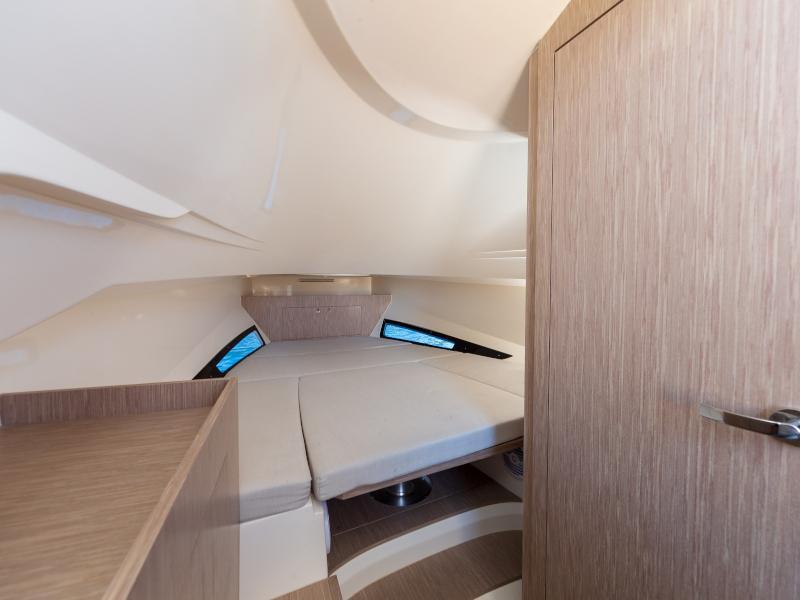 Nuova Jolly Prince 38 Sport Cabin (Tiger Lily) Interior image - 6