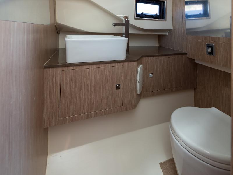 Nuova Jolly Prince 38 Sport Cabin (Tiger Lily)  - 37