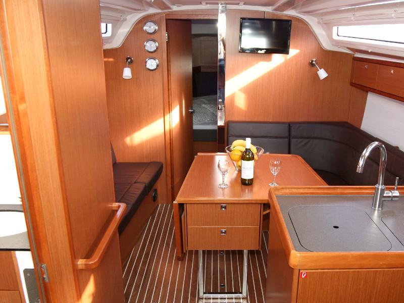 Bavaria Cruiser 37 (Bibi) Interior image - 11